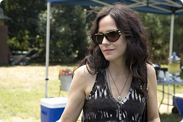 weeds-mary-louise-parker-in-un-momento-dell-episodio-red-in-tooth-and-claw-246667_jpg_1003x0_crop_q85