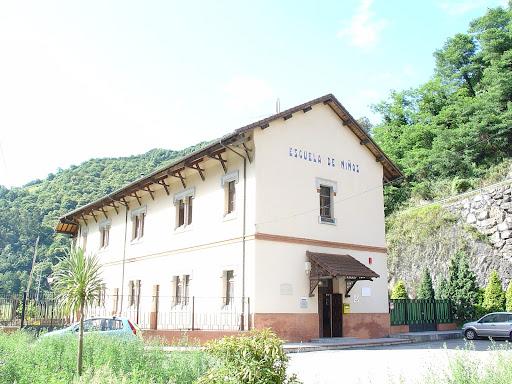 Albergue Juvenil de Bustiello-Mieres-Asturias