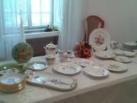 Somoskői Emese palóc motívumos porcelánkészletéért kapott oklevelet az iparművészeti kategóriában.jpg