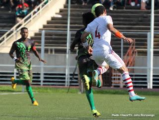 V, Club de la RDC(vert) contre le club égyptien de ZamaleK(blanc)  le 6/04/2013 au stade de Martyrs à Kinshasa, lors du match des 16ème  de finale de la Ligue des champions de la Caf, score nul : 0-0. Radio Okapi/Ph. John Bompengo