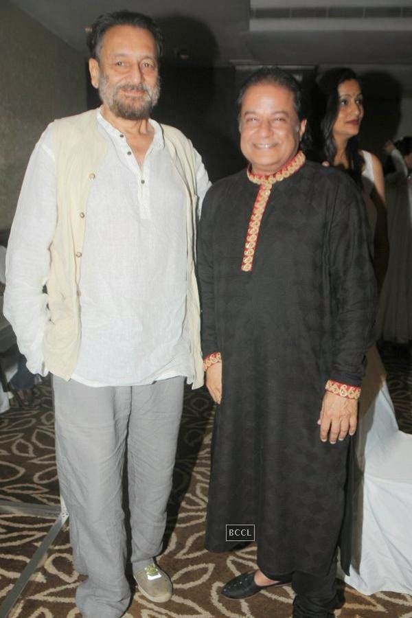 Shekhar Kapur and Anup Jalota during the birthday celebrations, in Mumbai, on July 29, 2014. (Pic: Viral Bhayani)<br />