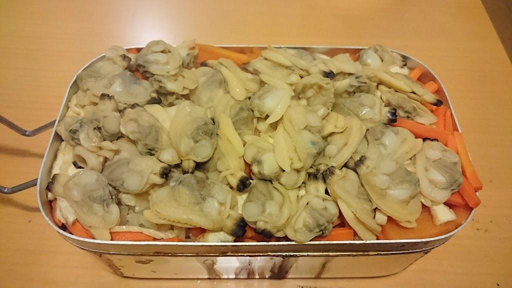 メスティンで炊いたアサリご飯の写真