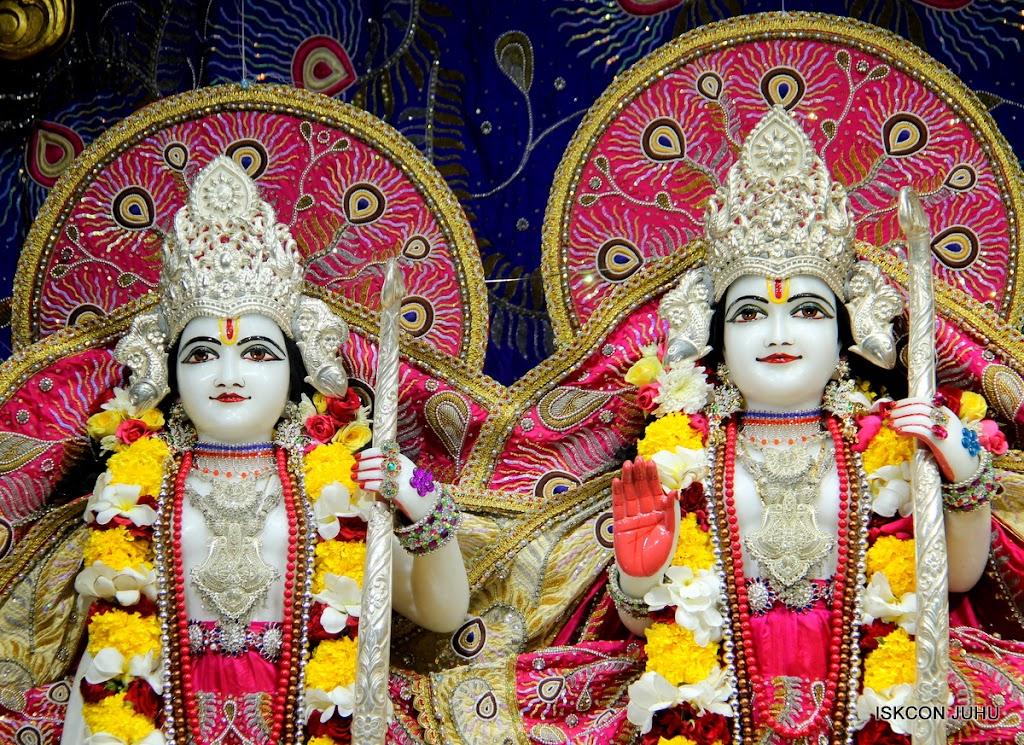 ISKCON Juhu Sringar Deity Darshan on 27th April 2016 (24)