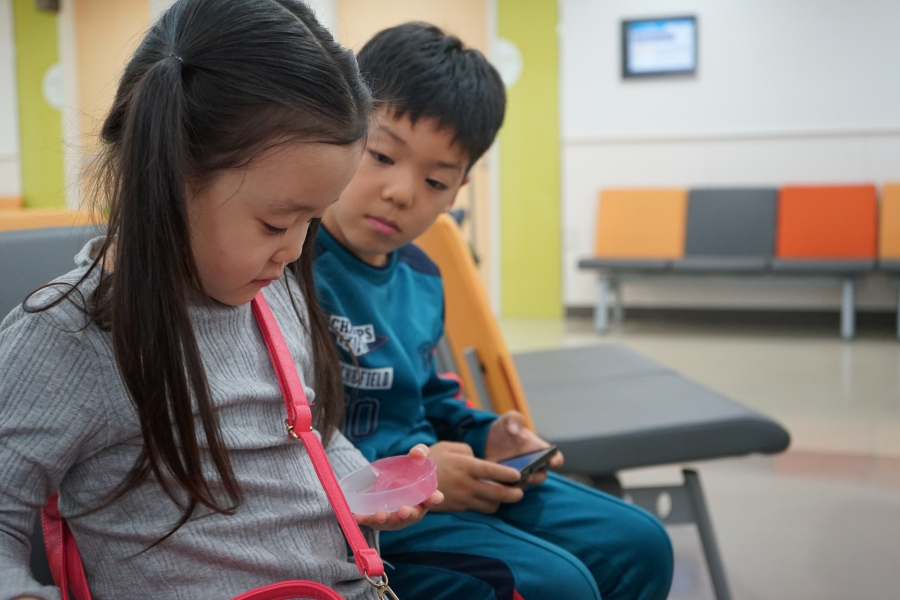 South Korean children in the hospital waiting room