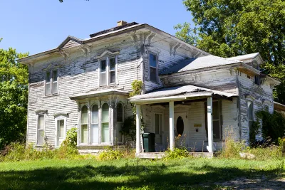Buying An Old Home? Here Are Three Signs You Need to Look Out For