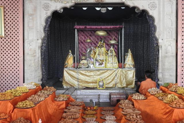 Radha Govinda Devji Deity Darshan 23 April 2016 (7)