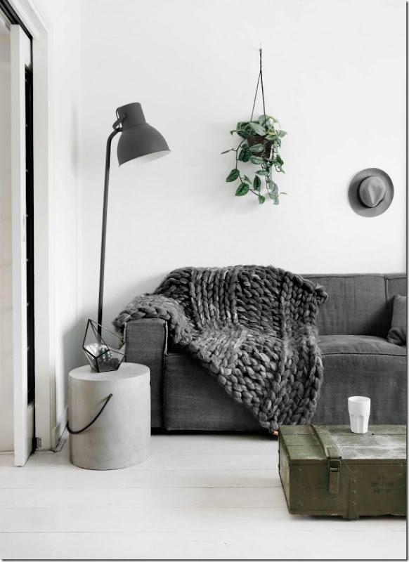 Interni nordici in bianco grigio e nero case e interni for Arredamento grigio