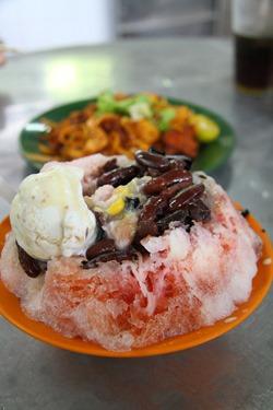 ais kacang and mee goreng at batu lanchang market, penang