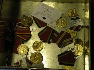 Портсмут. Советские медали в антикварном магазине на территории Военно-Морского Музея.