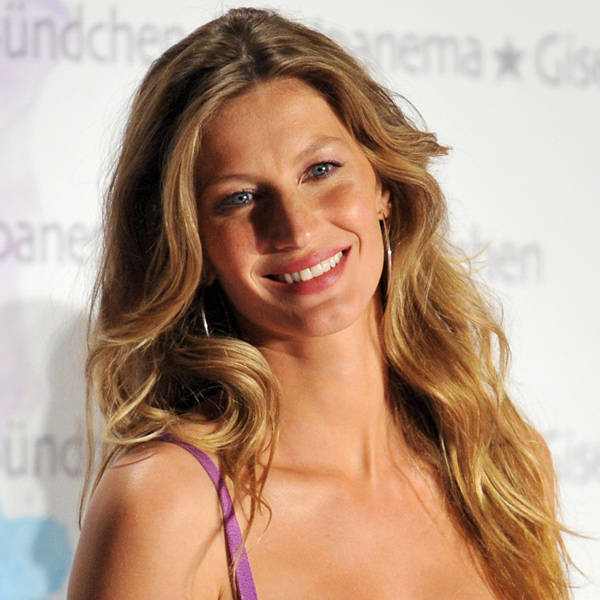 Gisele Bundchen: Gisele is fashion world's ultimate style diva. Blessed with an enviable figure, the Guinness Book of Records credited her as the richest supermodel.
