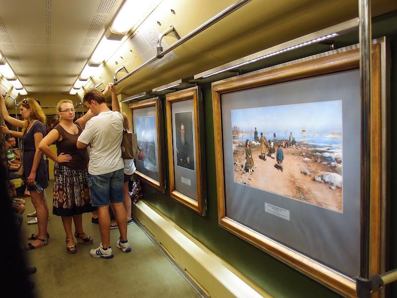 Московское метро - самое красивое, кто теперь поспорит.