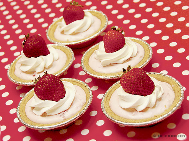 Mini Strawberry Cream Pies