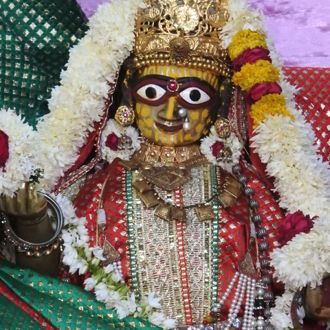 Radha Govind Devji Deity Darshan 17 Dec 2015 (3)