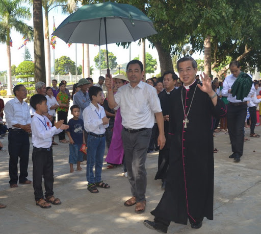 Ký sự: Theo chân Đức Cha đi thăm mục vụ giáo xứ Sào Lâm