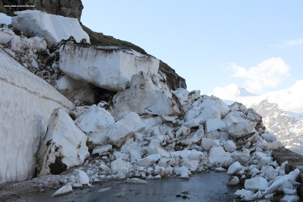 Avalanche Haute Maurienne, secteur Bonneval sur Arc, RD 902 - Accès au Col de l'Iseran ; Rocher des Hirondelles - Photo 1