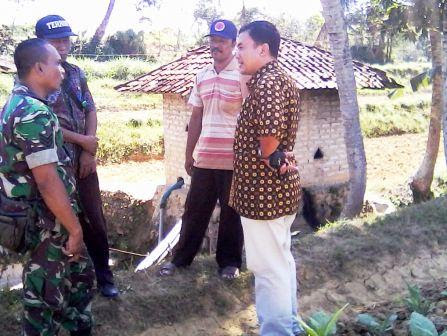berita foto video sinar ngawi terkini: inilah sumber air didesa Bungbaru Kecamatan Kadur Pamekasan