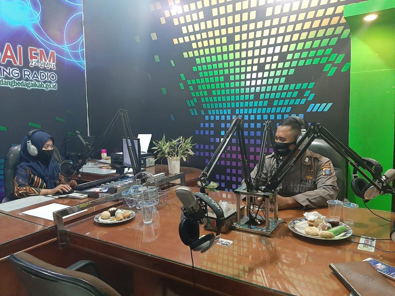 Talk Show Di Radio, Polres Sergai Ajak Masyarakat Sukseskan Pilkada Damai