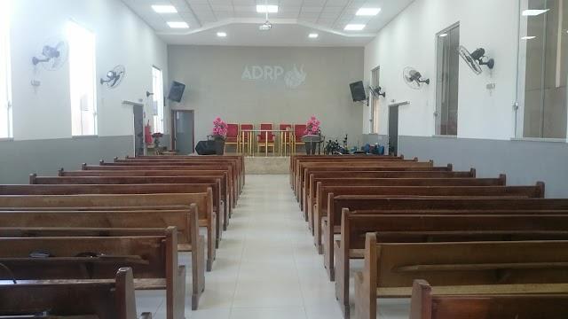 Igrejas do Ceará podem receber 10% de público presencial, anuncia Camilo Santana neste sábado