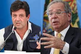 """""""Bolsonaro devia estar rezando ajoelhado no milho, porque pode sair direto para Haia"""", diz Mandetta"""
