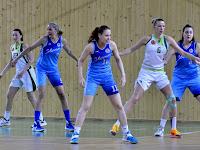 6 Slama Angira és Vyňuchalová Romanára három égszinkék hölgy figyel.jpg