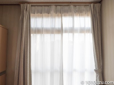 新しいレースのカーテンを取りつけたところ