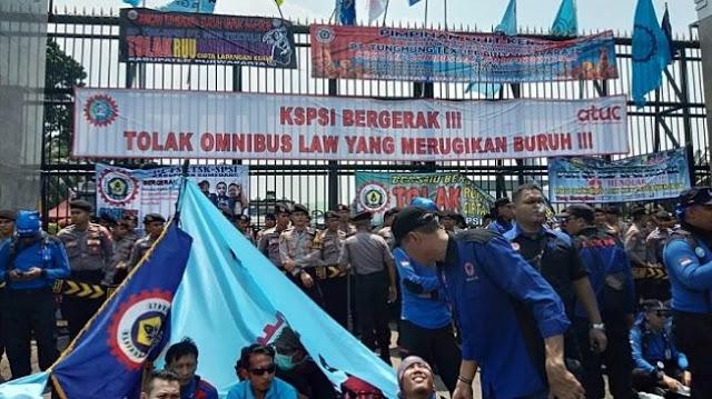 Tak Gentar Corona, 50 Ribu Buruh akan Geruduk DPR yang Masih Bahas Omnibus Law