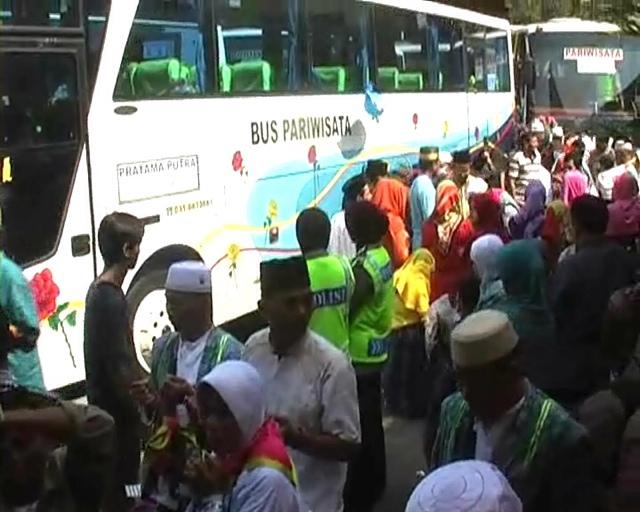 Jamaah Haji Jombang Tiba, Satu Orang Meninggal di Pesawat