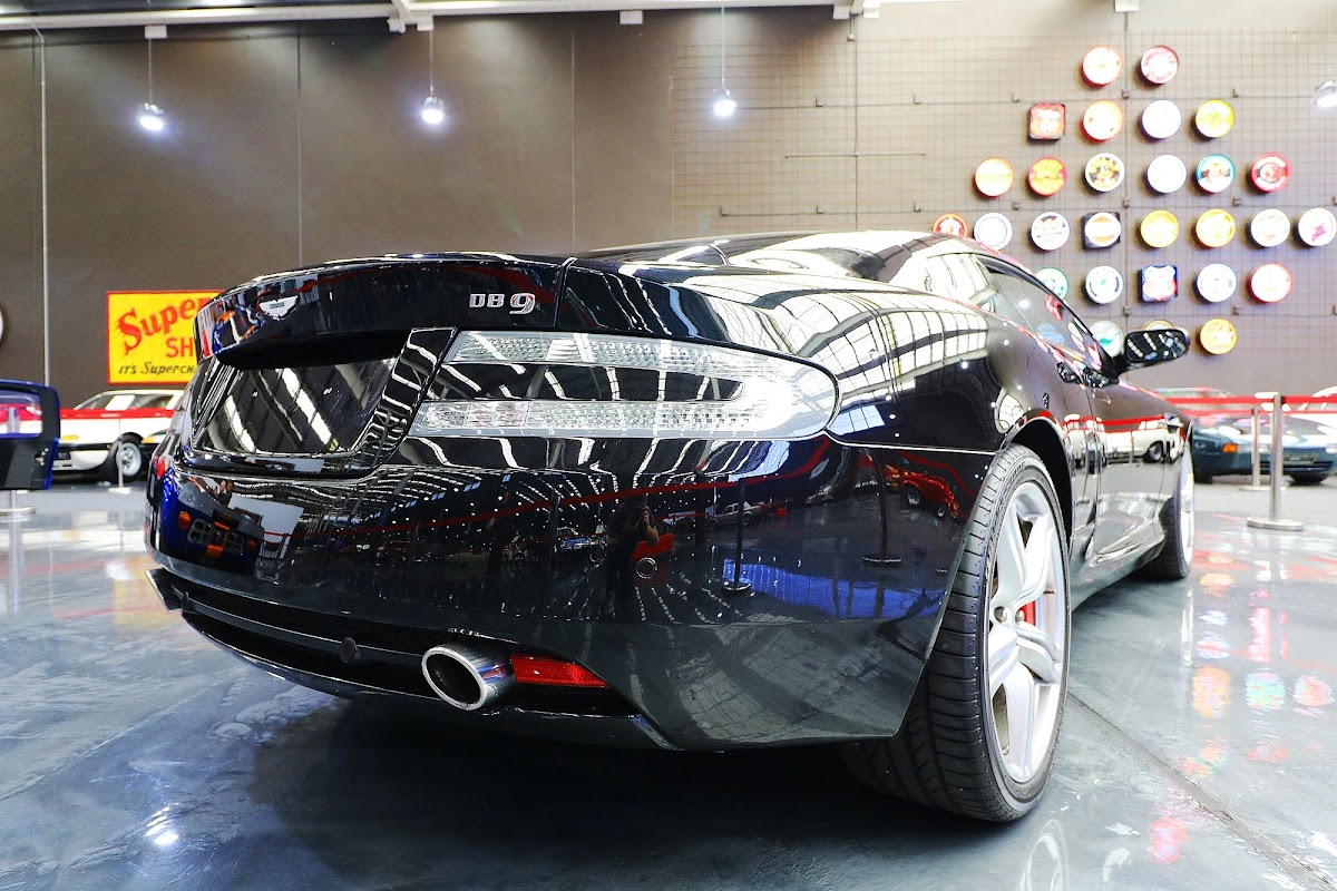 2007 Aston Martin DB9 (02).jpg