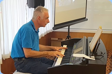 Claude Moffat playing the Yamaha Clavinova CVP-509.