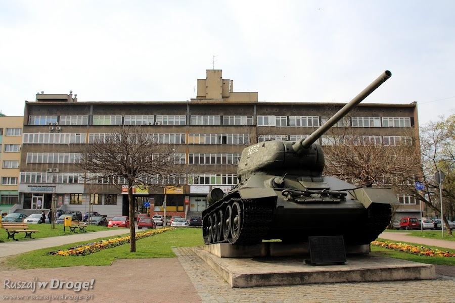 Czołg T-34 przy Sądzie Rejonowym w Gliwicach