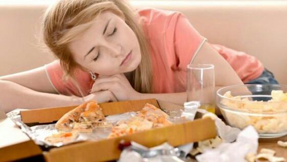 Bahaya  Banget Berbaring Setelah Makanan ,Jangan Coba Coba Ditiru Ya?