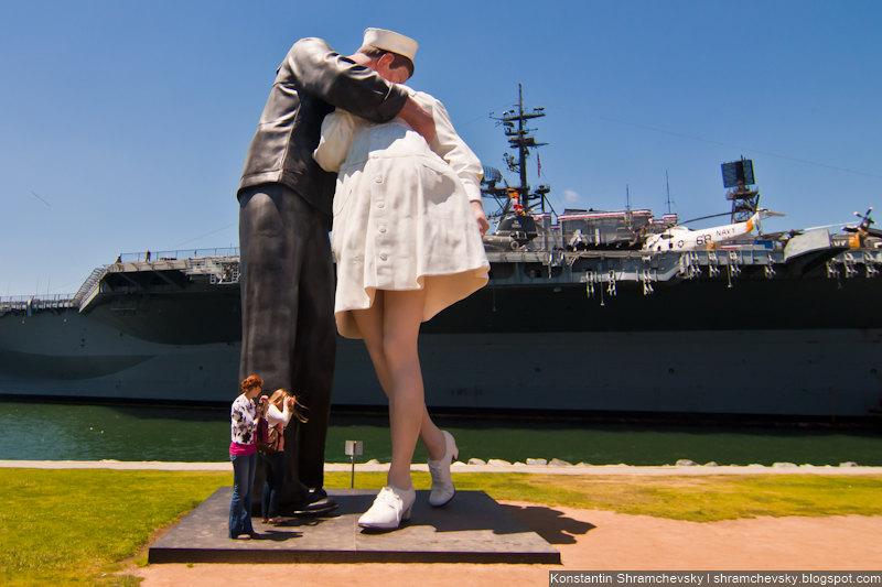USA California San Diego Kiss Statue США Калифорния Сан Диего Поцелуй Памятник