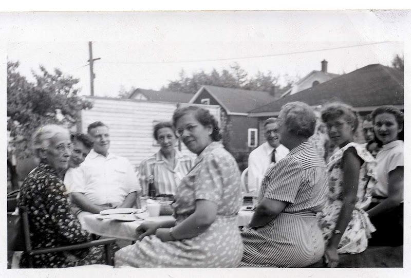 Backyard Picnic - 1942