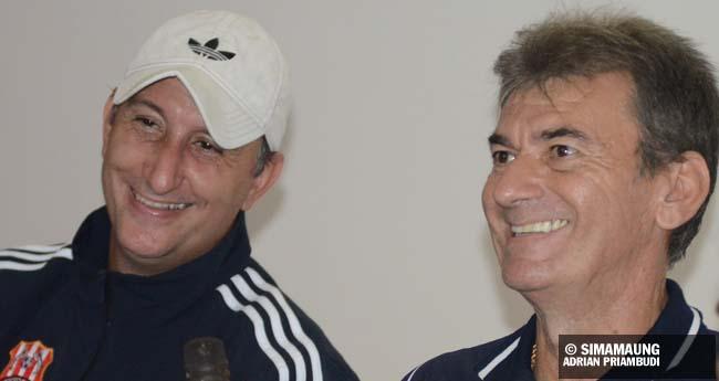 Mamic dan Steinbruner Deltras vs persib 2011/2012