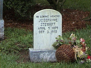 1630Headstone_in_a_Southern_Mansion_Garden_-_New_Orleans