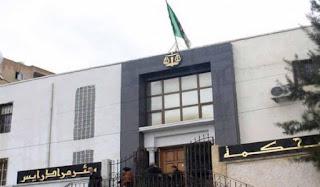 Les 51 avocats qui constituent la défense du groupe El Khabar et Ness Prod ont décidé un retrait collectif dans l'affaire qui les oppose au ministère de la Communication.