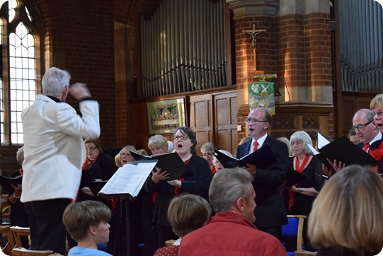 Phil Houghton conducts Wistaston Singers (2)