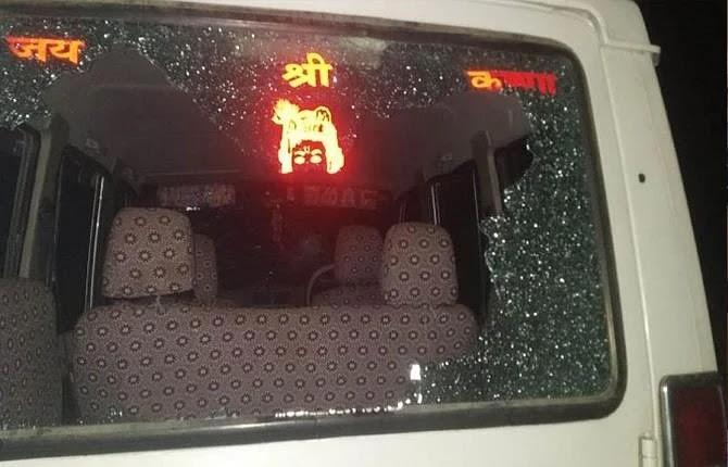 LJP नेता की पत्नी की गाड़ी पर बेखौफ बदमाशों ने बरसाईं गोलियां, बाल-बाल बची जान