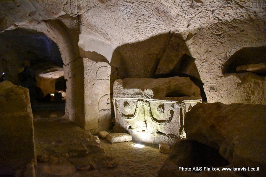В пещере саркофагов. Горы Кармель. Национальный парк Бейт Шеарим. Экскурсия гида по Израилю Светланы Фиалковой.
