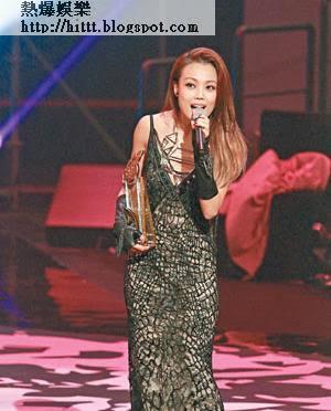 容祖兒昨晚在《勁歌》大豐收,拎獎拎到手軟。