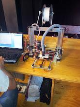 Photo: Este se las ingenió para incorporarle a su impresora un sistema de extracción de humos para imprimir en ABS, lo que no se es a donde iban a parar ;)