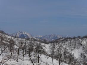 左から蕎麦粒山・雷倉・黒津山・花房山など