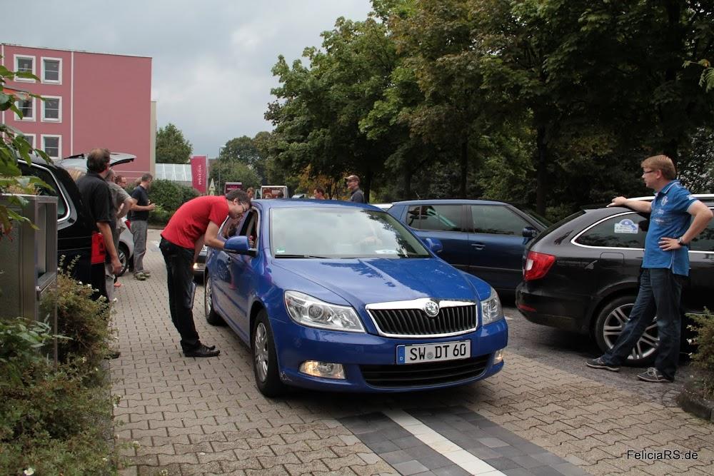 Start des ersten Teilnehmer Skoda in die Etappe 2