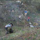 Максиму Кажину (в центре фото) - раздобыл и привез ступеньки для лестницы к ручью, и вообще знатный активист