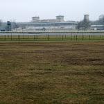 Hippodrome de Chantilly : champ de course et tribunes