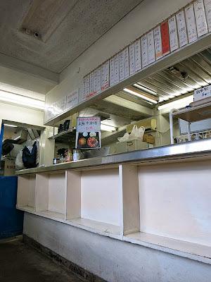 店内の立ち食いカウンター