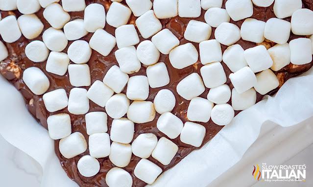 marshmallows on top of fudge