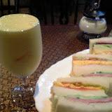 ミックスジュースとサンドイッチ