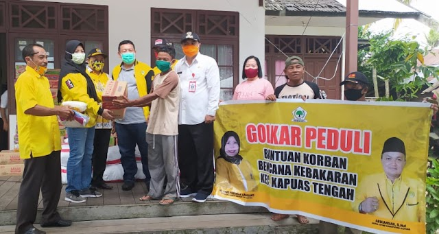 DPD Golkar Kapuas Bantu Korban Kebakaran Desa Pujon