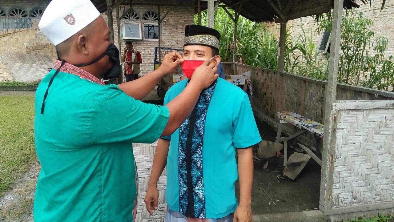 Kasat Binmas AKP Syafi,i bersama Toga Bagikan Masker Gratis Ke Komunitas Perwiritan
